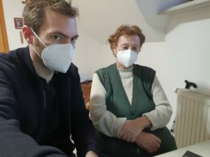 Elderly woman together with test leader looking at a PC screen.